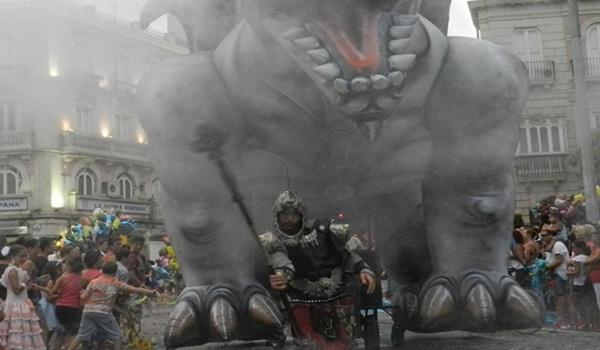 La cabalgata de la Feria de Almería fue espectacular por los personajes que participaron