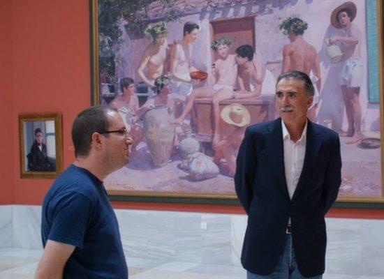 Juan y Medio aprovechó la sesión fotográfica para realizar una visita detallada al Museo