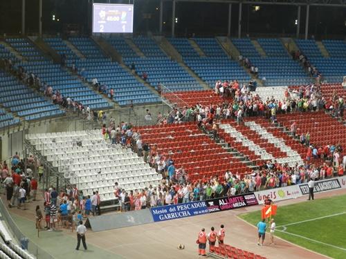 El Estadio de los Juegos Mediterráneos ha estrenado gradas en los fondos