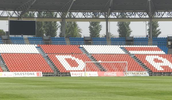 La UD Almería ha colocado nuevos fondos cerca de las porterías en el Estadio de los Juegos Mediterráneos