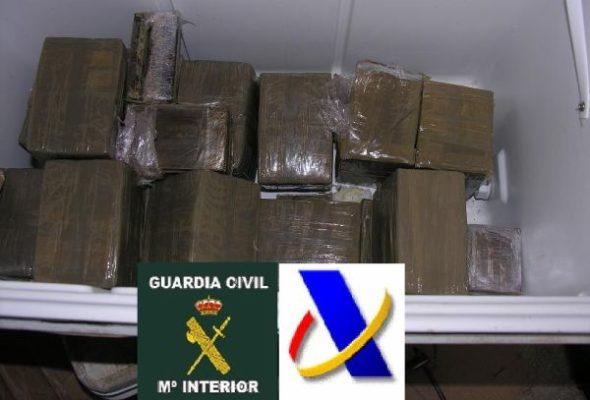 Diez acusados de intentar desembarcar 2.335 kilos de hachís, a la espera de juicio