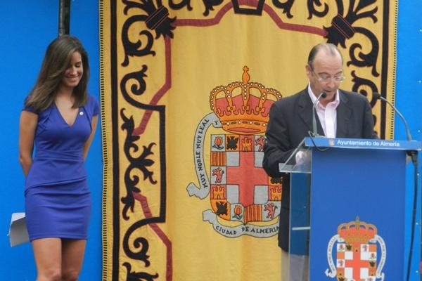 Isabel Fernández se sintió tan cómoda en Almería como en el plató de Telecinco