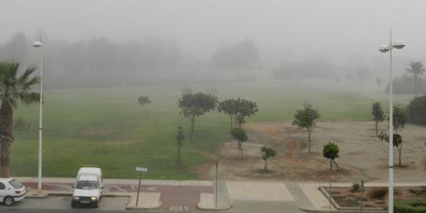 La ola de calor se ve mínimamente frenada con la llegada de la niebla a la costa de Almería