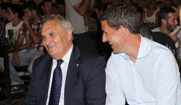 Alfonso García, presidente de la UD Almería, está contento con el trabajo del míster Javi Gracia