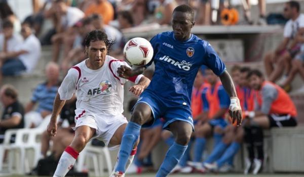 José Ortiz Bernal presiona la salida de balón del Valencia Mestalla con Sesiones AFE