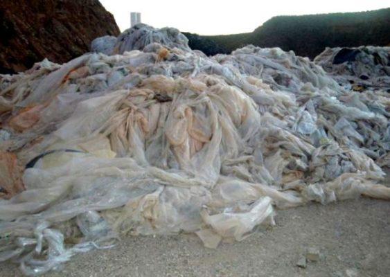 La Junta retirará los plásticos agrícolas en zonas de invernaderos y en ramblas de Almería