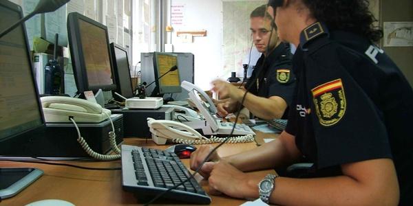 La sala del 091 es el centro operativo de contacto de la Policía Nacional con los ciudadanos