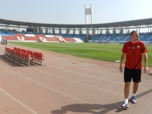 El segundo capitán de la UD Almería, Fernando Soriano, ha revisado el estado del Estadio Mediterráneo