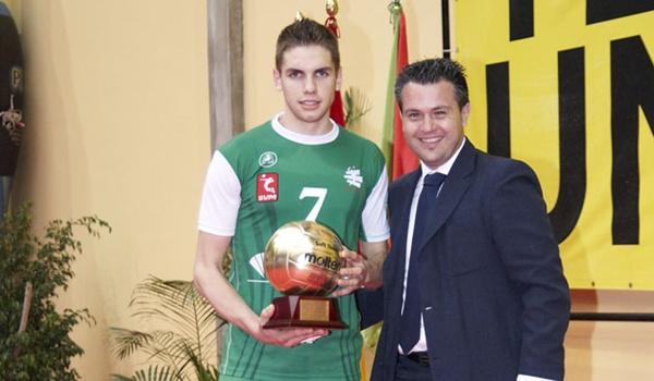 Andrés Villena sube a la primera plantilla del Unicaja Almería de Voleibol