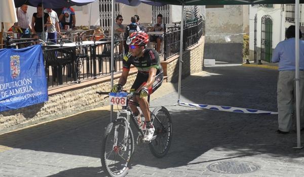 La prueba de bici de montaña de Lubrín ha contado con más de 100 participantes
