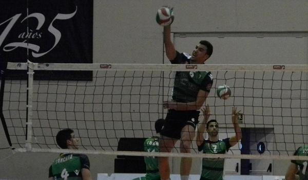 El central, nacido en Cartagena, sabe que este será su año con Unicaja en la Superliga de voleibol