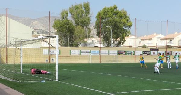 La AD Huércal ha vuelto a ganar en el grupo IX de Tercera División e incluso ha fallado un penalti
