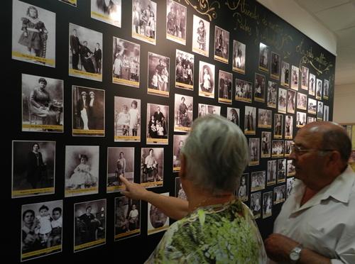 Memorias es una colección que recorre existencias del siglo pasado y se basa en fotografías de la época