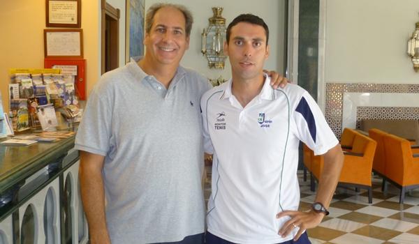 Luis Mediero acompaña a José Francisco Fernández, director del Club Jairán