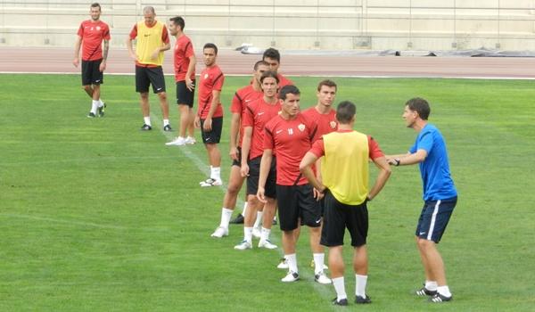 El técnico del Almería no garantiza repetir once en ningún partido