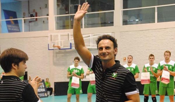 El segundo entrenador de Unicaja Almería de voleibol está satisfecho con la juventud de su plantilla
