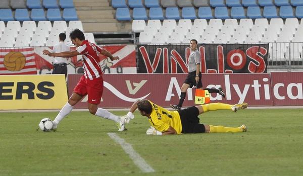 El pichichi Ulloa revoluciona a la UD Almería y marca el primer tanto ante el Murcia
