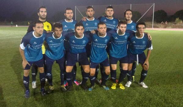 El equipo de fútbol universitario está barriendo a todos sus rivales en el grupo I de la Regional Preferente de Almería
