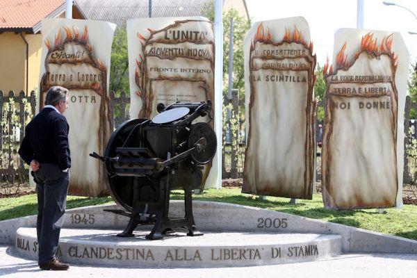 monumento_libertad_prensa_Conselice_Italia