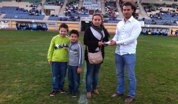 El club ejidense hace varios sorteos en sus partidos en casa en la Regional Preferente de Almería