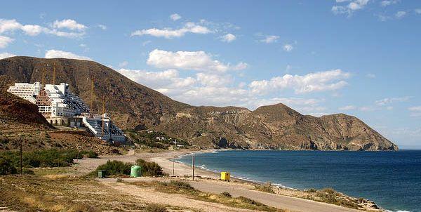 Azata reclama más de 1,6 millones de euros por las parcelas de El Algarrobico