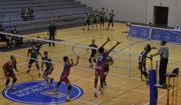 El sevillano de Los Palacios es el capitán de Unicaja Almería de voleibol