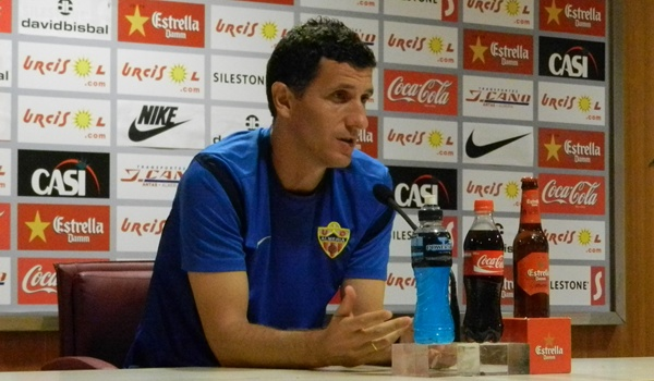 El técnico navarro de la UD Almería ha comparecido antes de viajar a las Canarias