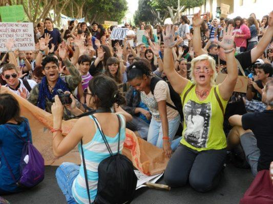 Todas las calles principales de Almería han visto el paso de los estudiantes