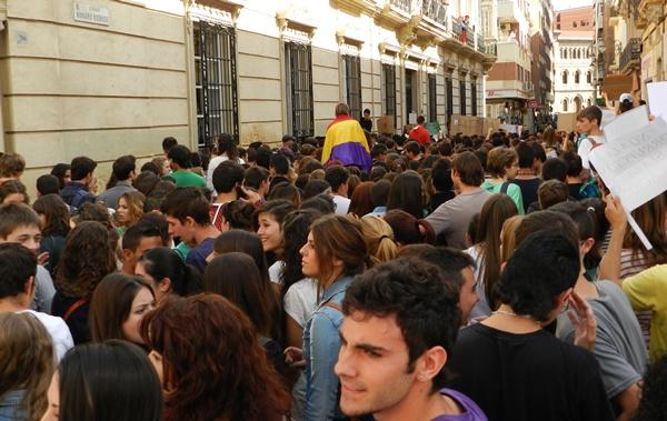 Los alumnos de secundaria y de universidad de Almería han buscado a los dirigentes del PP
