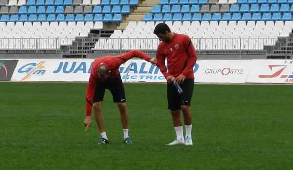 Los jugadores del Almería se sienten perjudicados por el estado de la hierba del Mediterráneo