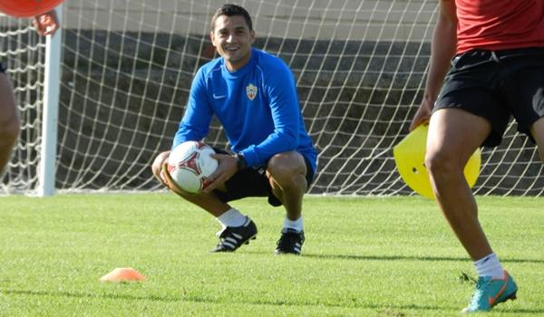 El técnico de la UD Almería se muestra confiado en su equipo para ser líder de la Segunda División B
