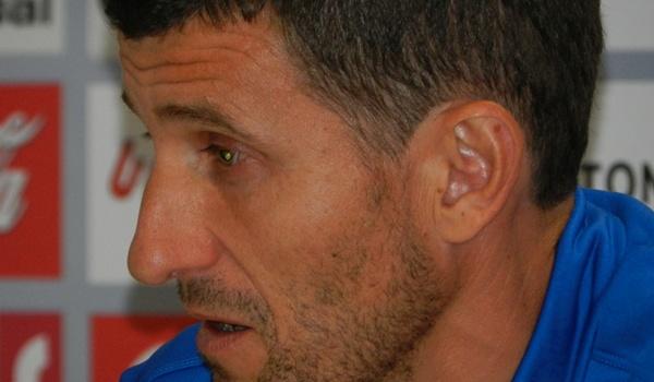 El míster de la UD Almería sabe que ganar en el Colombino puede lazar a los suyos más todavía