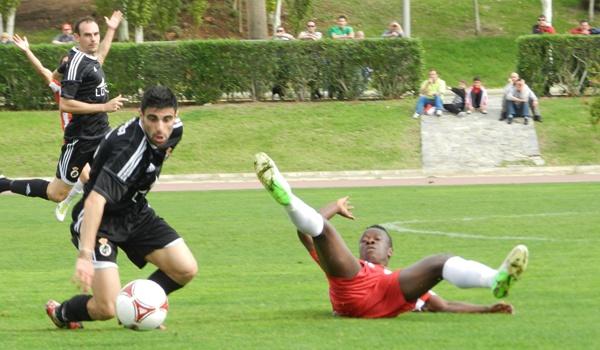 Al Almería B ha perdido ante la Balompédica Linense, llena de oficio en la Segunda División B