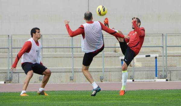 El lateral de la UD Almería no está del todo recuperado de su espolón en el pie