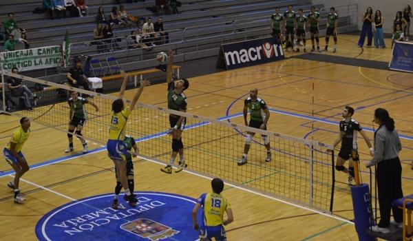 El central de Unicaja Almería habla sobre su próximo rival, que será Vigo