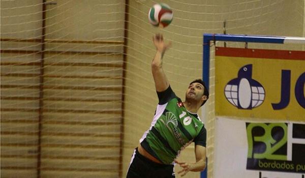 El colocador de Unicaja cree que se puede ganar a Teruel en esta Superliga de Voleibol