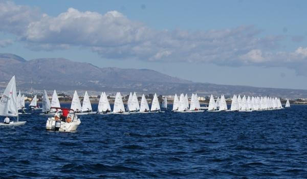 El Campeonato de España Láser 4.7 se cierra en la bahía almeriense