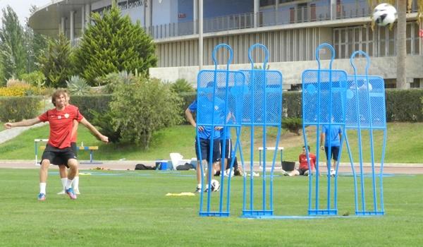 El capitán de la UD Almería se encuentra preparado para jugar en Elche, líder de la Liga Adelante