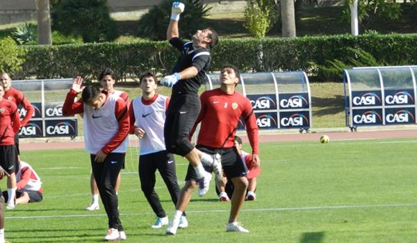 El portero del Almería reconoce aspectos que mejorar para ascender desde Liga Adelante a Liga BBVA