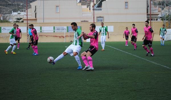 El Huércal y el Vélez han empatado a cero en un partido demasiado bronco en Tercera División