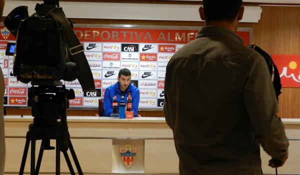 El entrenador del Almería espera con gran motivación el partido ante el líder de la Liga Adelante