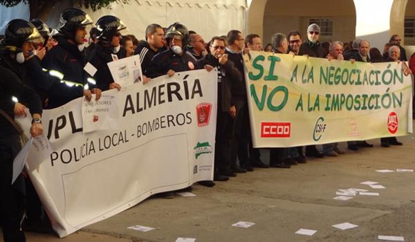 Policía y Bomberos rechazan la jornada laboral propuesta por el Ayuntamiento de Almería