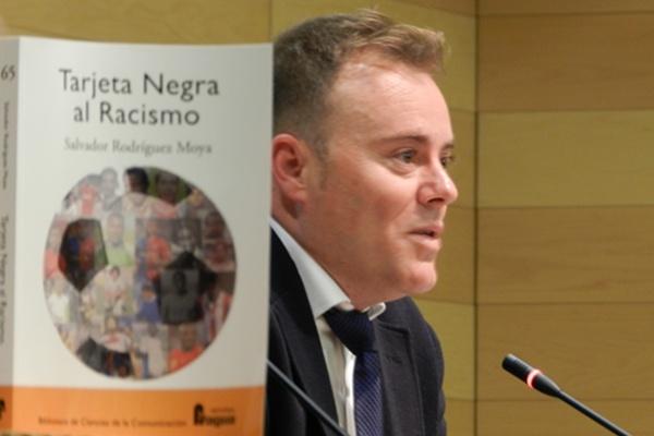 Trabajo de investigación sobre el racismo en el mundo del fútbol de un periodista de Almería y Madrid