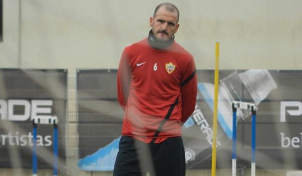 El centrocampista del Almería piensa en el Alcorcón, próximo rival de Liga Adelante