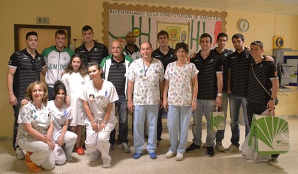La humanidad del equipo de voleibol líder de la Superliga queda demostrada con los niños enfermos