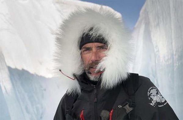 El alpinista almeriense Javier Campos presenta su libro 'El país del azafrán'