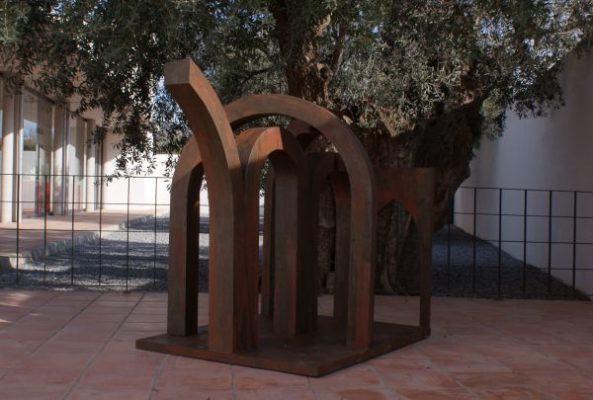 El escultor Pérez Entrena muestra su obra en el Museo Casa Ibáñez