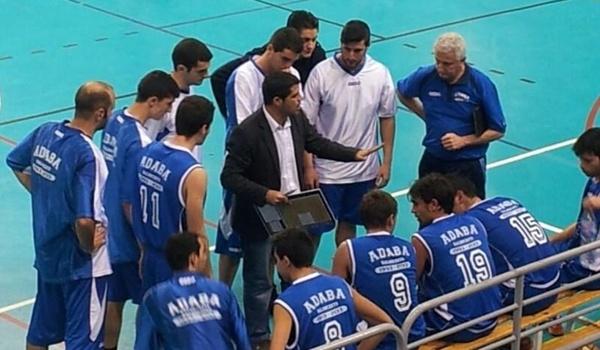 El equipo de Almería sigue líder de la Primera Nacional de Baloncesto tras perder ante el Baza