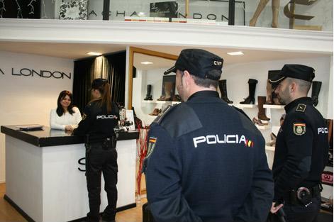 Aumenta la presencia policial en los centros comerciales durante la Navidad