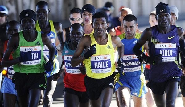 El mítico corredor de Etiopía dejó una marca increíble en el Medio Maratón de Almería